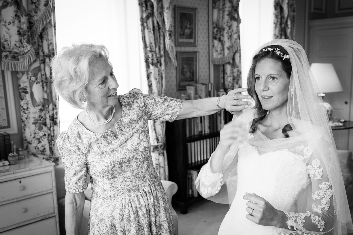 bride & mother of the bride black & white wedding photography Philippa Lepley Ovington Hampshire